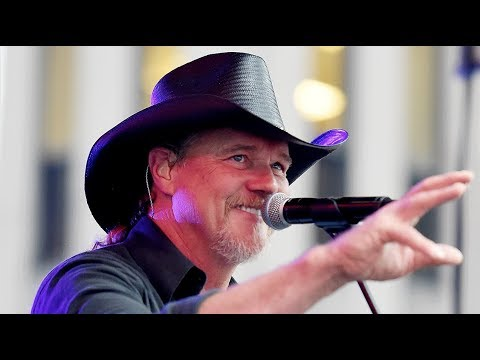 Trace Adkins Scares Other Country Singers, and He Knows It! Mp3
