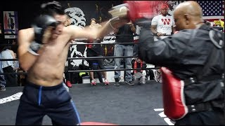 GREAT TECHNIQUE! - LEO SANTA CRUZ LOOKING FANTASTIC ON THE PADS SHOWING HIS POWER & HAND SPEED