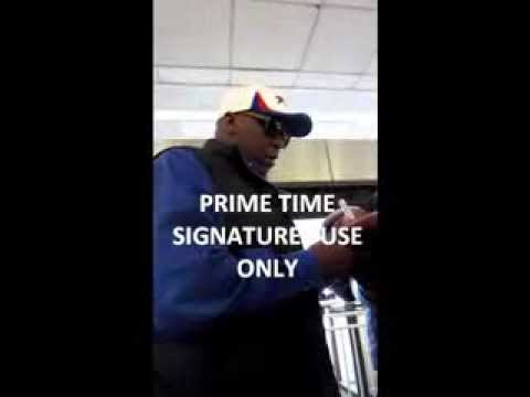THURMAN THOMAS SIGNS AUTOGRAPHS ARRIVING INTO NYC
