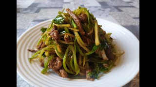 Салат из сельдерея с мясом.