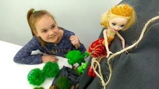 Распаковка новой куклы Эвер Афтер Хай - Эппл Вайт помогает Рейвен Квин - Видео с куклами для девочек
