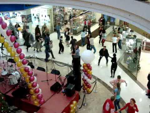 Танцевальный флэшмоб в Ереван Плаза