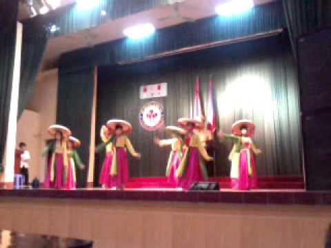 12B Múa những cô gái Việt Nam