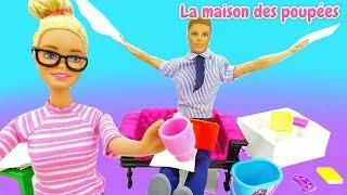 Routine du matin de Barbie. La mauvaise journée au bureau. Vidéo en français pour enfants.