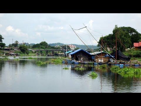 The Floating Houses / Uthai Thani