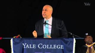 Repeat youtube video Cory Booker Addresses the Class of 2013