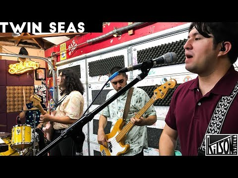 Twin Seas perform 'Surf Wave' & 'Summer Lemonade' on episode 92