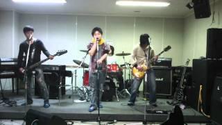 栃木県宇都宮市で活動中のクインシ―というバンドです。