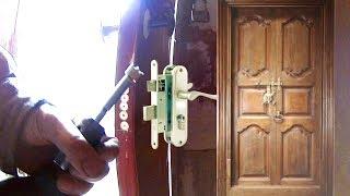 видео Как установить замок во входную дверь