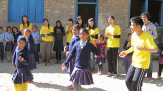 wake358T 孩子的同樂會 尼泊爾的傳統舞-風聲都比音樂大了!!!!