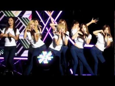 SNSD Dancing the Gangnam Style