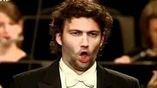 Jonas Kaufmann sings