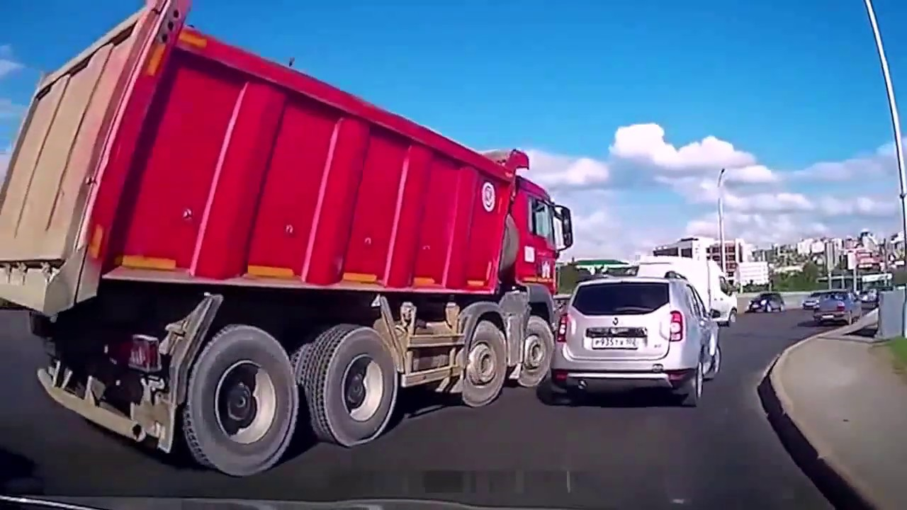 Сам себя наказал [Довыпендривался] || Подборка идиотов на дороге || Жестокая авария 2019!
