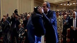 الرئيس السيسي يحيي والدة الشهيد عقيد ا.ح. محمد سمير ادريس