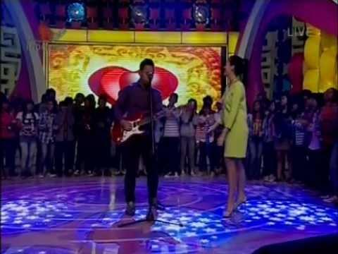 Pongki Barata & Sophie Navita - Meski Tlah Jauh, Performed di Hitzteria (05/12) Courtesy Indosiar