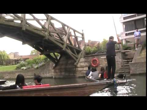 Cambridge:  Punt Traffic Jam And Collisions On River Cam