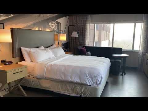 Cincinnati Marriott at RiverCenter - Corner King Review