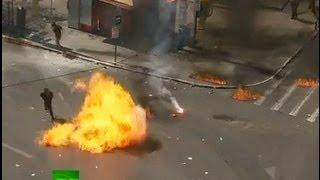 Baixar Greece Molotov Rampage: Protesters lob petrol bombs at police