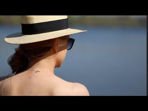 Hola señorita, czyli odkryte ramiona i falbany na plaży