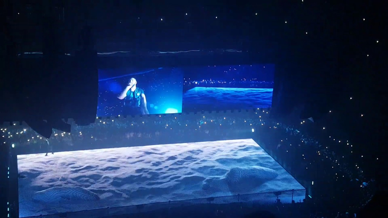Drake performing God's Plan - London O3 Arena 2nd April 2019 - The  assassination vacation tour