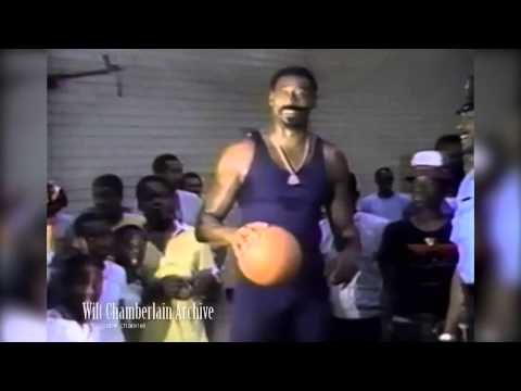 Wilt Chamberlain at 50: As athletic as Zeus, and still in NBA demand