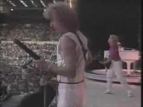 Elton John - Bennie And The Jets Live At Wembley 1984