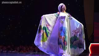 Màn catwalk áo dài thướt tha của thí sinh Siêu mẫu Việt Nam 2018
