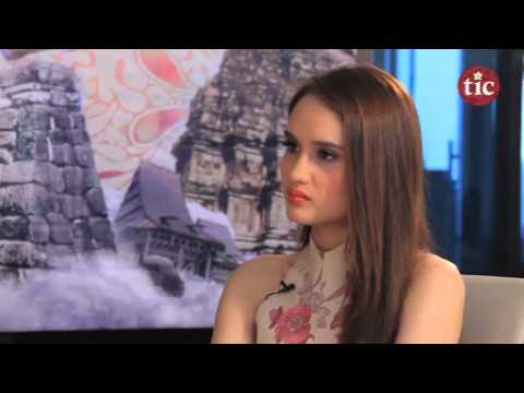 Hot Indonesia with Cinta Laura Kiehl, October 4, 2014