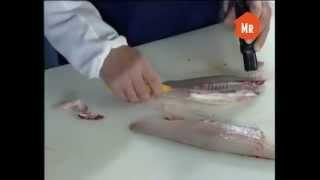 разделка судака(Посмотрев это видео вы узнаете как правильно разделать судака не поколов при этом руки, узнаете какой нож..., 2015-01-03T11:05:47.000Z)