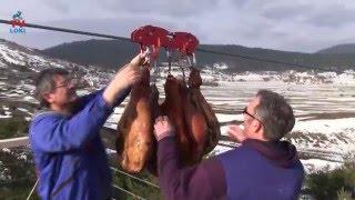 Repeat youtube video Ličko sušenje pršuta!/Zip line drying ham