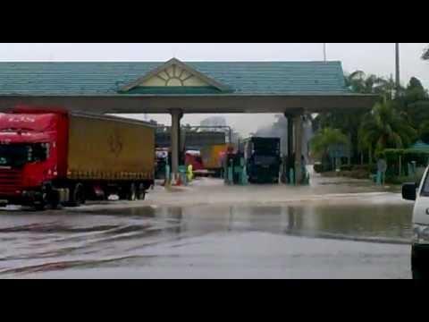 Banjir Di Plaza Tol Shah Alam