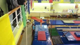 Аня, спортивная гимнастика, брусья (20.12.2011)