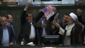 Le drapeau américain brûle à Téhéran