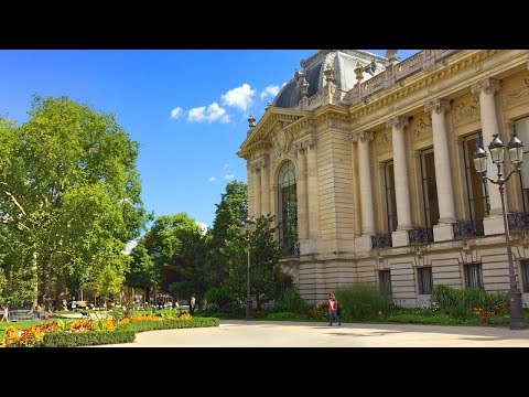 Paris Walk - GRAND PALAIS and PETIT PALAIS on Avenue Winston Churchill - France