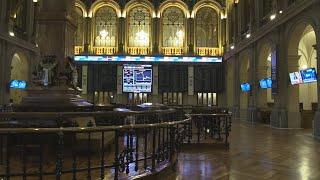 El Ibex 35 cae un 2,2 % y pierde los 7.000 puntos arrastrado por la banca y los valores turísticos