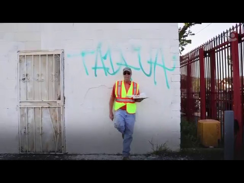 This Everyday Guy Wakes Up At 4 Each Morning To Paint Over Gang Tags Around Los Angeles