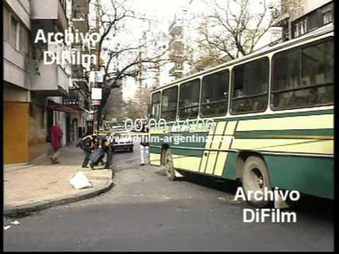 DiFilm - Choque de colectivos en Luis Maria Drago y Lavalleja (1996)