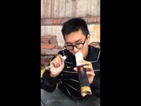 Fan Cuồng Kenny Sang dậy hút thuốc lào theo kiểu Quý tộc.