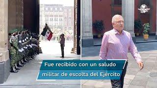 """Por medio de sus redes sociales, el titular del Ejecutivo dio a conocer un video en el cual """"regresa"""" a Palacio Nacional"""