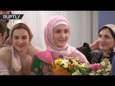 إبنة رئيس الشيشان تقدم أولى مجموعاتها للزي الإسلامي في موسكو