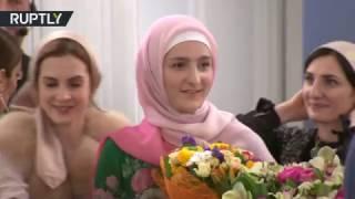 عائشة قديروف تقدم مجموعة أزيائها الإسلامية الأولى في موسكو