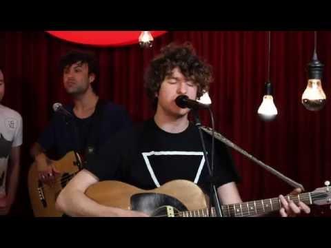 Studio Brussel: The Kooks - Around Town (live)