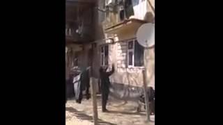 Мать сбросила ребенка с балкона