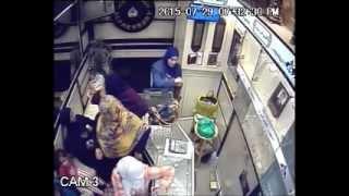 سرقة محل ذهب بصاغة مدينة ميت غمر (السرقة في الدقيقة 3:40)