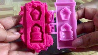 Mắm nhỏ chơi đất xét ( làm cup cake) 3 year old making cupcake with play doh