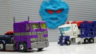 Ultra Magnus rescue team avoid Megatron Transformers with Play doh monster story!