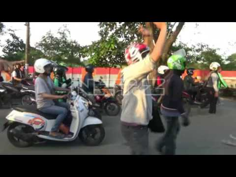 VIDEO LENGKAP: Bentrokan Ojek Online dan Angkot di Tangerang dan Bandung