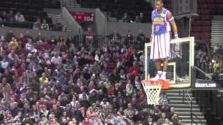 Repeat youtube video Harlem GlobeTrotters vs Select 2013