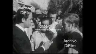 DiFilm - Carlos Mugica incendio de casillas en la Villa de Retiro 1973