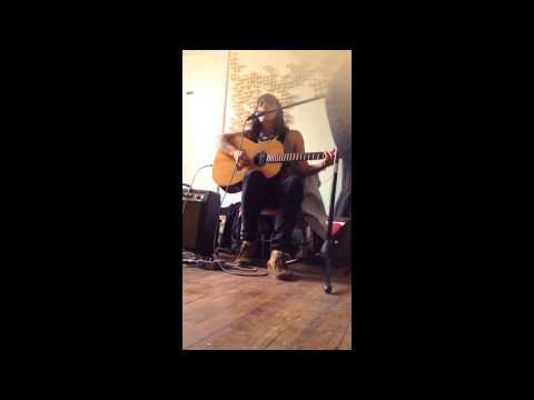 Emily Wells :: Johnny Cash's Mama's House